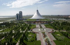 The Khan Shatyr, the tent-shaped entertainment center in Kazakhstan's capital, Astana. Ben Dalton/CRISIS GROUP/International Reporting Project